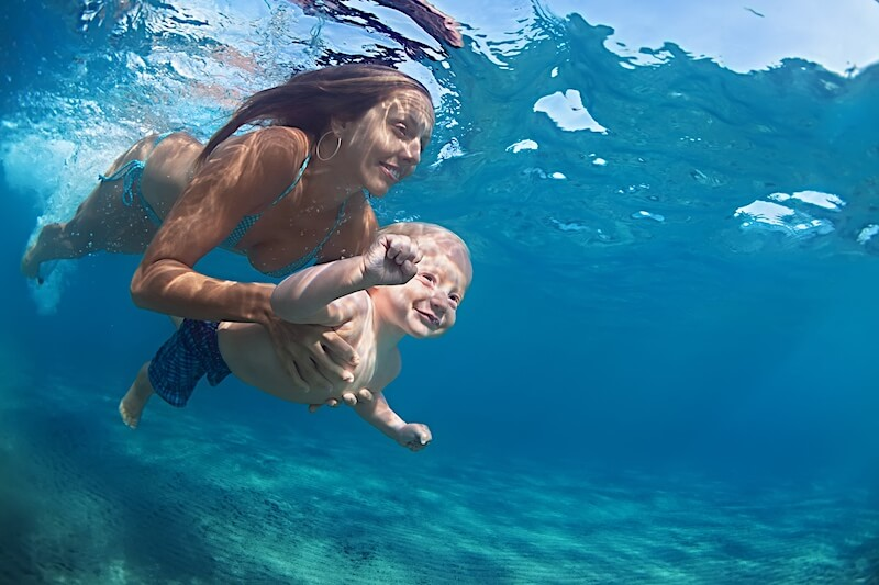 swimming-with-kid